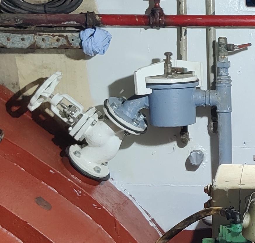 zeeventiel en wierpot machinekamer Baltic